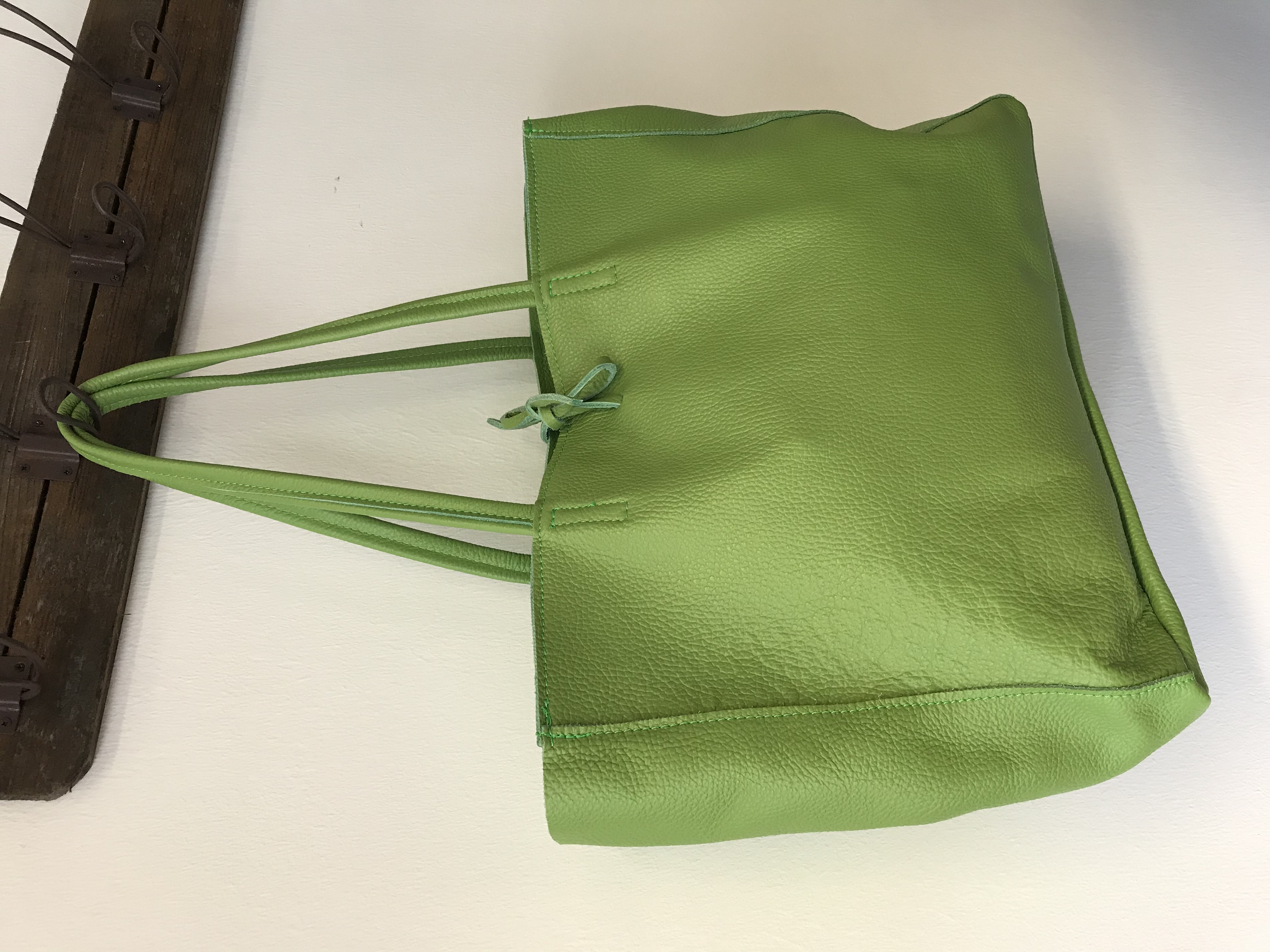 Umhängetasche aus Leder in grün