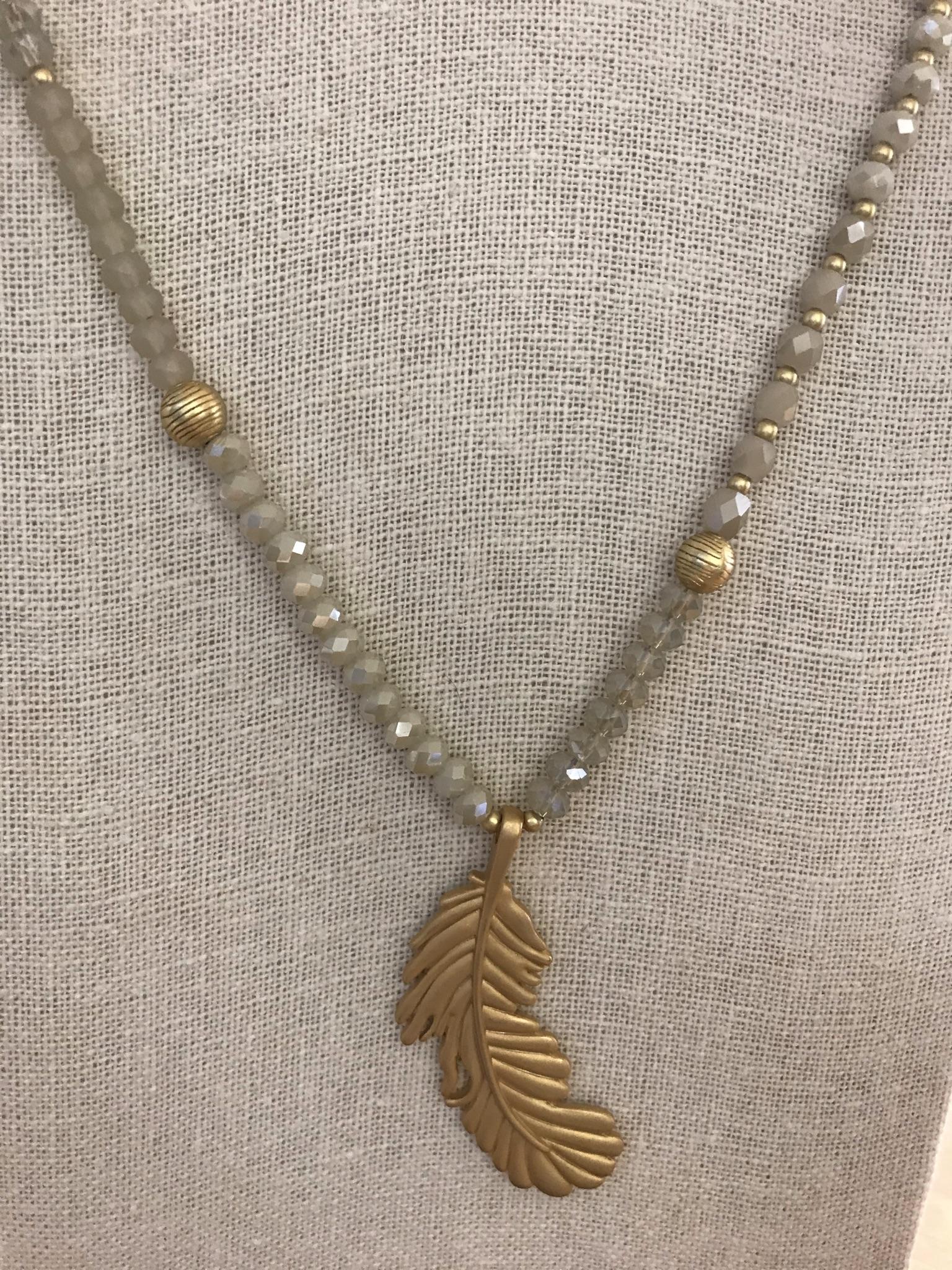 Perlenkette mit Blattanhänger
