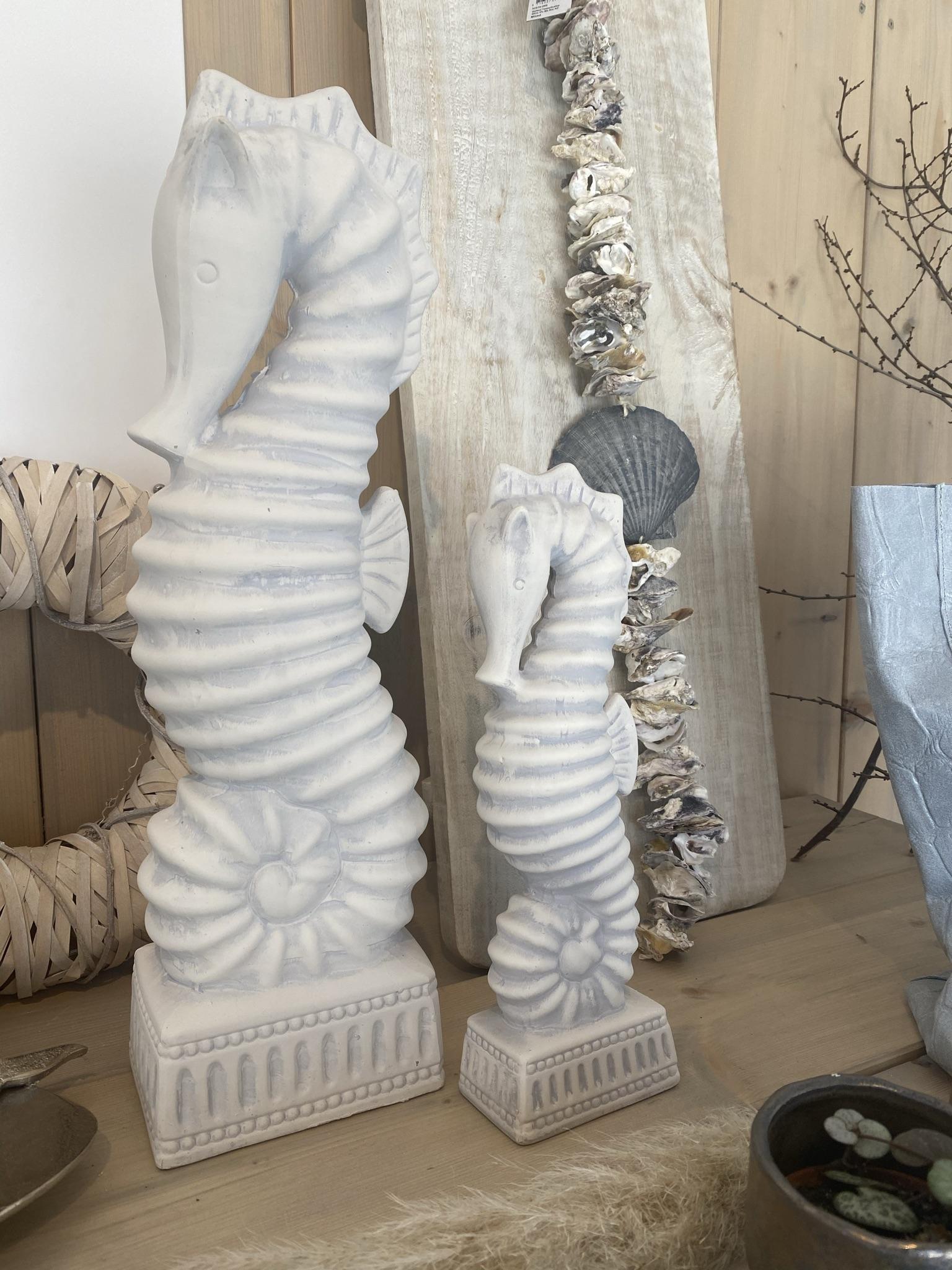 Seepferdchen weiß gewischt aus Keramik, 50cm