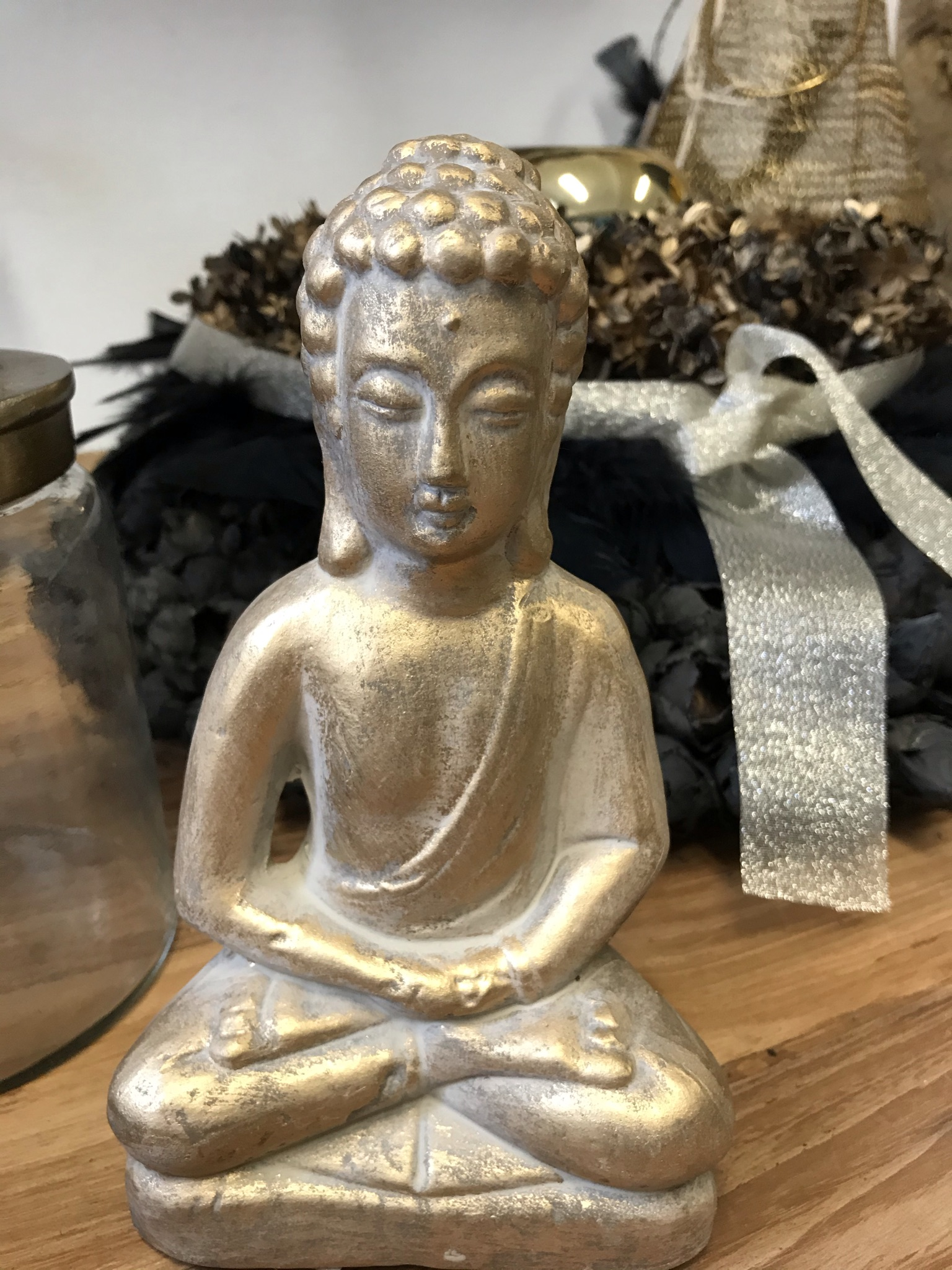 Keramik Budha gold